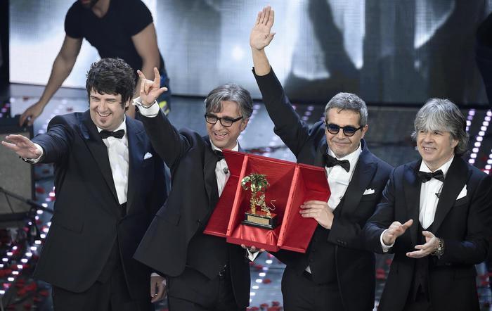 Sanremo 2016, vincono gli Stadio con Un giorno mi dirai18
