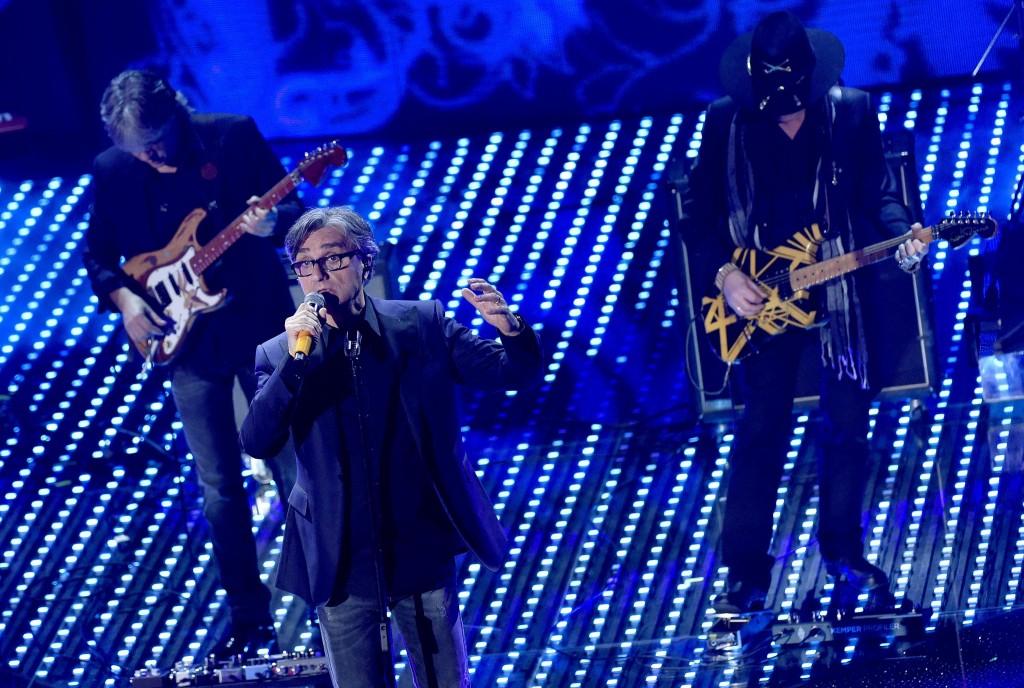 """Sanremo, Lucio Dalla """"canta"""" con gli Stadio VIDEO FOTO2"""