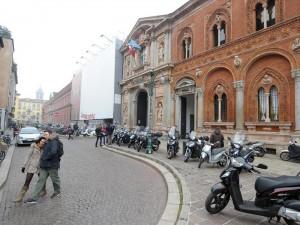 """Milano, studenti Statale in corteo: """"Aggrediti dai fascisti"""""""