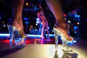Carabinieri: controllo nello strip club...e il verbale è hot