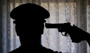 Guarda la versione ingrandita di Poliziotto si toglie la vita, 37 suicidi solo nel 2015