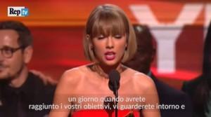Taylor Swift ritira il grammy e attacca Kanye West VIDEO