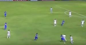 YOUTUBE Tevez entrata killer su Santos, ma l'arbitro…