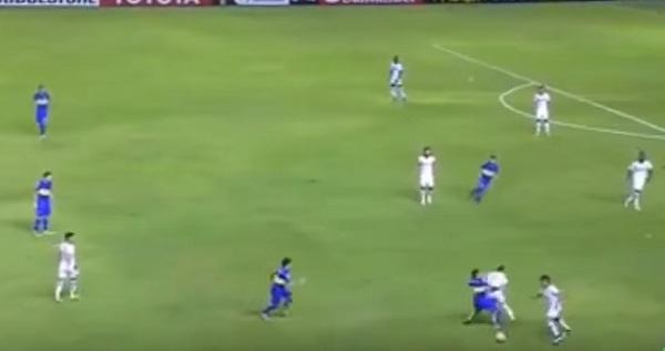 YOUTUBE Tevez entrata killer su Santos, ma l'arbitro...