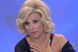 """Maurizio Costanzo contro Tina Cipollari di """"Uomini e donne"""""""