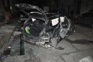 Torino: Auto si schianta contro un palo: muoiono tre giovani (foto Ansa)