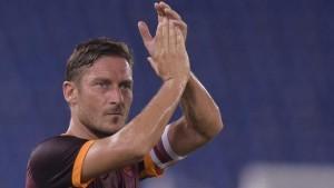 Francesco Totti triste al giornalista: Io? Che ce fai con me