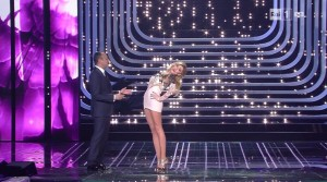 Guarda la versione ingrandita di Virginia Raffaele imita Belen Rodriguez a Sanremo 2016 FOTO
