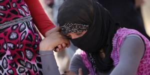 """Isis a schiave: """"Se ti stupro 10 volte diventerai musulmana"""""""