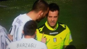 """Bonucci, testata a Rizzoli. Web: """"Perché solo giallo?"""""""