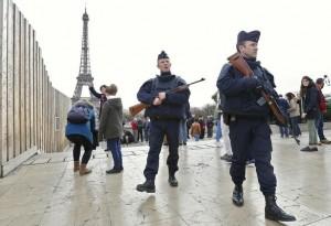"""Terrorismo, 4 arresti a Parigi per """"attacco imminente"""""""
