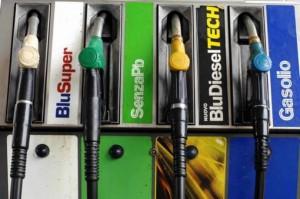 Carburanti, prezzi in aumento per benzina e diesel