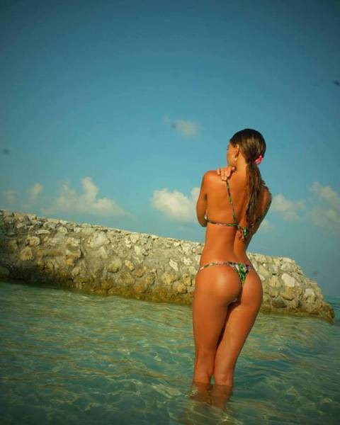 Belen Rodriguez, lato B supersexy su Instagram