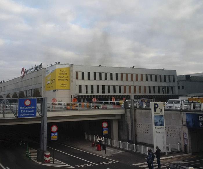 YOUTUBE Bruxelles, esplosioni in aeroporto: fuga passeggeri 05