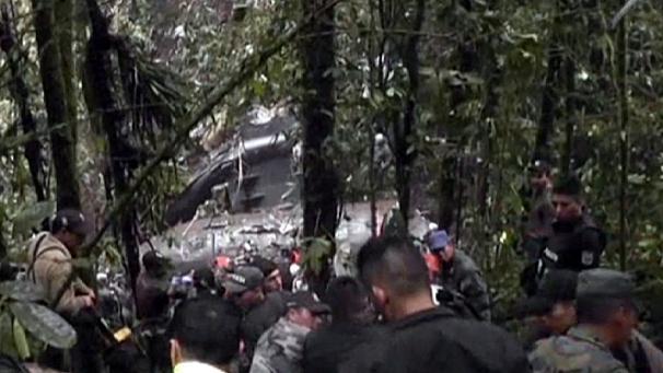 Ecuador, aereo militare si schianta: 22 morti 03