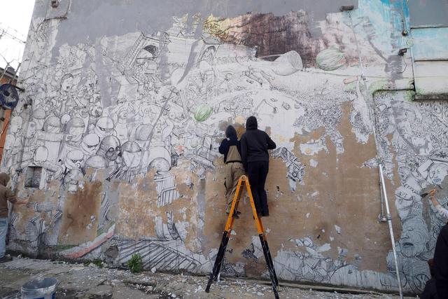 Blu cancella suoi murales Troppi magnati qui magnano5