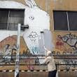 Blu cancella suoi murales Troppi magnati qui magnano15