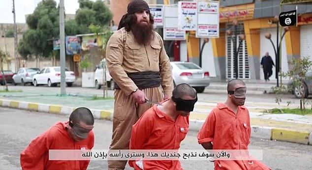 Bulldozer carnefice Isis, svelato il suo volto3