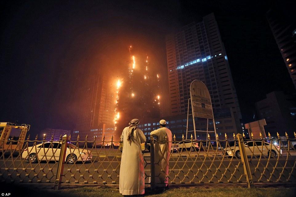 Dubai, in fiamme due grattacieli residenziali6