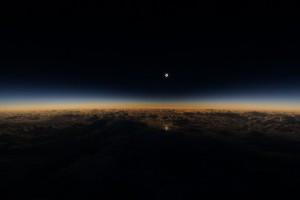 YOUTUBE Eclissi solare vista da aereo Alaska Airlines