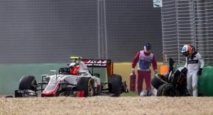Gp Australia, Alonso sperona Gutierrez e si schianta10
