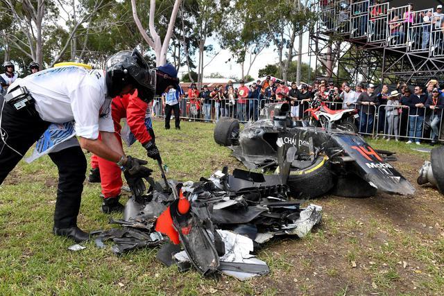Gp Australia, Alonso sperona Gutierrez e si schianta11