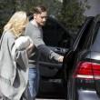 Ilary Blasi e Totti escono da clinica con Isabel 7