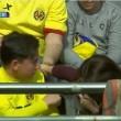 Lionel Messi, pallonata sugli spalti: tifosa sviene4