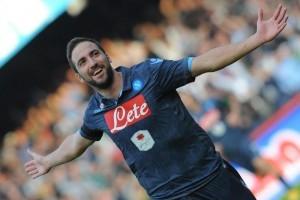 Guarda la versione ingrandita di Napoli-Genoa 3-1, Higuain decisivo (foto Ansa)