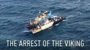 YOUTUBE Nave pescava illegalmente: abbattuta con esplosivi