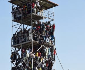 Guarda la versione ingrandita di Nigeria-Egitto: 40mila spettatori in stadio da 25mila. FOTO