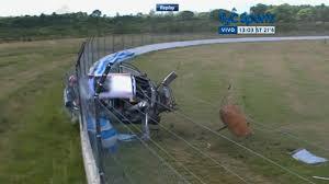 Pilota si schianta contro barriere a 200 kmh, salvo4