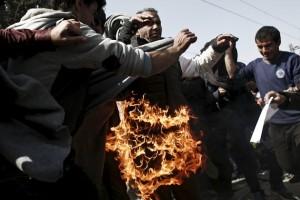 Macedonia, 2 migranti si danno fuoco per protesta