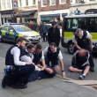 Arresti a Londra: sospetto ammanettato tra i passanti FOTO 2