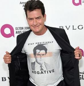 Charlie Sheen, t-shirt ironizza su Hiv FOTO 4