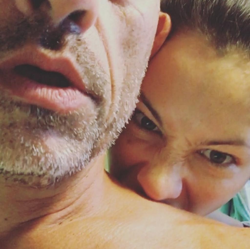 Eros Ramazzotti e Marica Pellegrinelli intimi in bagno VIDEO
