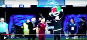Guarda la versione ingrandita di  Totti entra in campo: ovazione del Bernabeu