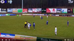 Video. Arbitro perde la testa ed alza le mani a calciatore_3