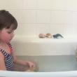 YOUTUBE Gatto che nuota insegnò a bimba autistica a parlare 3
