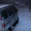 YOUTUBE Bambino investito da furgone si rialza e cammina 4