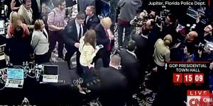Donald Trump, braccio destro nei guai: strattonò giornalista
