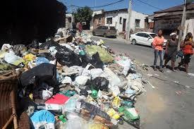 YOUTUBE Sciopero netturbini, Johannesburg piena di rifiuti