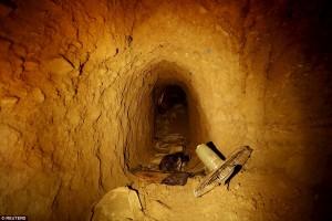 Tunnel scavati da Isis a Sinjar in Iraq