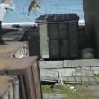 YOUTUBE Russia, cane e donna gettati nella gabbia dell'orso3
