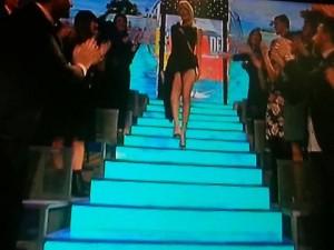 Guarda la versione ingrandita di Isola dei famosi, Alessia Marcuzzi e l'abito esagerato FOTO