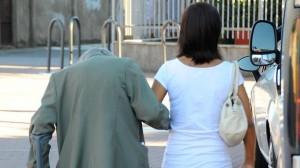 Latina: si offrivano a pensionati, poi li ripulivano