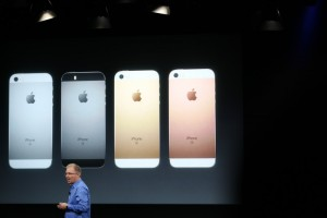 Iphone SE mini smartphone Apple: 4 pollici, 399 dollari FOTO