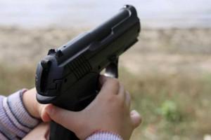 Usa, sostenitrice armi ferita con pistola da figlio 4 anni