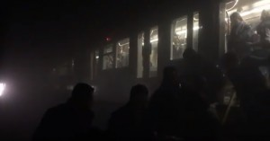 YOUTUBE Bruxelles, evacuazione al buio da metro di Maelbeek 7