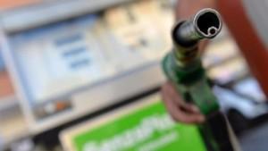Benzina, prezzi +3% in pochi giorni. Allarme Codacons